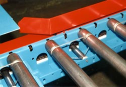 The belt used to power these conveyor rollers as shown here is twistless.